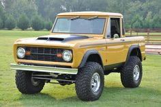old ford broncos Old Ford Bronco, Bronco Truck, Early Bronco, Jeep Truck, Classic Bronco, Classic Ford Broncos, Classic Trucks, Classic Cars, Auto Jeep