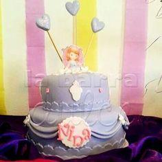 Sofia the first cake ♥ princesita Sofia pastel de diseño de la barra dulce Guatemala Tel. ( 502 ) 5899-1413 de 10 a 19 : 30 h. Lunes a Viernes → Guatemala #labarradulce #disney #pastel #Birthday #cake #mesadedulce #mesadulce #buffetdedulces #barradulce #cupcakes #Guatemala #sofia #bolo #sofiathefirst #princesasofia #partybag #giftbag #partyfavor #lembrancinha #lembranca #partyfavors #disneyinspired #disneyprincess #piñata #pinata #bolosofia