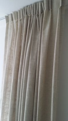 Gordijnen linnen/viscose. In 2 mooie kleuren naturel en yvoriwit.