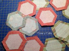 Patch Quilt, Quilt Blocks, Hexagon Quilt, Crochet Projects, Needlework, Diy And Crafts, Patches, Bee, Pattern