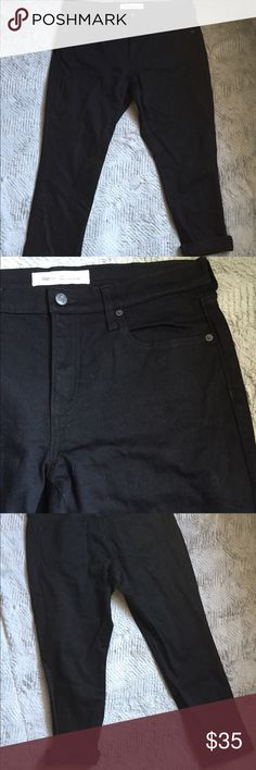 "Black Gap Best Girlfriend Jeans NWOT Gap best girlfriend jeans easy fit through hips and thighs. NWOT Perfect Condition. Currently selling on Gap website $70.  26"" inseam GAP Jeans"
