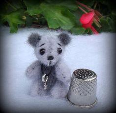 Little ours d'artiste miniature par unoursdansmamaison sur Etsy, €25.00