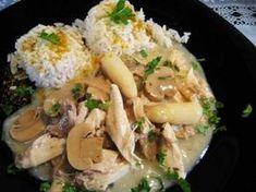 PERFEKT! Hühnerfrikassee - klassisch mit Spargel, Kapern und Champignons. Ei weglassen und dafuer Tiefkuehlerbsen dazugeben.