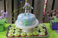 Love this cake & cupcakes!  Possibly easy enough to make with a newborn??????  Or have @Gina May help :)