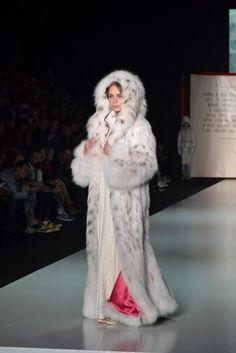 """Mountain of Lynx "" Catwalk Fashion, Fur Fashion, Ladies Hooded Coats, Long Fur Coat, Stunning Brunette, Fox Coat, Leopard Coat, Animal Fur, Fabulous Furs"