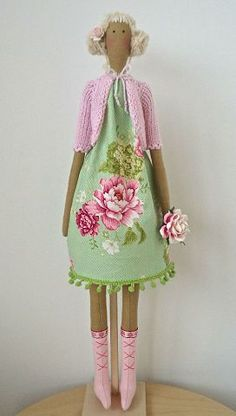 Pretty pink and green floral Tilda doll ♡ Doll Crafts, Diy Doll, Fabric Toys, Doll Maker, Waldorf Dolls, Doll Shoes, Soft Dolls, Doll Accessories, Doll Patterns
