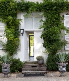 Chateau de la Resle. I love those planters!!