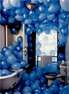Bathroom filled with blue balloons tim walker Tim Walker, Bleu Indigo, Love Balloon, Balloon Party, Balloon Surprise, Birthday Balloons, Balloon Drop, Blue Balloons, Helium Balloons