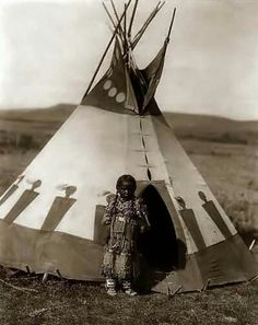 Native American Indian Pictures: Osage Indian Tipi and Villages Photo Gallery Native American Children, Native American Beauty, Native American Photos, Native American History, American Indians, American Symbols, American Women, American Girl, Blackfoot Indian