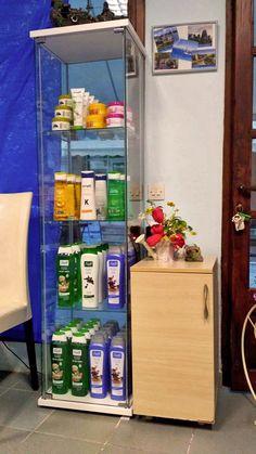 Fish Spa Relax – High Quality Cosmetics Products - Κραγιόν, σκιές, ενυδατικές κρέμες, σαμπουάν, αφρόλουτρα, λακ. Πολύχρονο - Χαλκιδική. Liquor Cabinet, Spa, Relax, Fish, Storage, Furniture, Home Decor, Purse Storage, Decoration Home