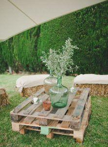 Palets de madera como mesa para el jardín