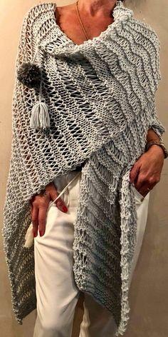 Crochet Ruana Pattern: Rockin-It Ruana Crochet Blouse, Crochet Poncho, Knitted Shawls, Crochet Wool, Simply Crochet, Love Crochet, Loom Knitting, Knitting Stitches, Knitting Patterns