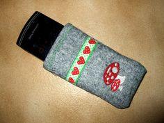 http://yassirkratzt.blogspot.de/2011/02/ein-meies-handytaschchen-fur-mein-neues.html