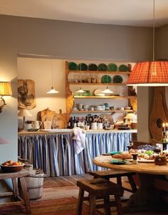 European Kitchens, Home Kitchens, Old Kitchen, Rustic Kitchen, English Interior, World Decor, Layout, Love Home, Vintage Decor