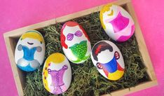 Making Easter eggs with your princess for the holiday? Before dragging out messy dyes, read how I made these Disney Princess Easter eggs completely mess free! Making Easter Eggs, Easter Egg Dye, Easter Crafts For Kids, Easter Activities For Toddlers, Disney Easter Eggs, Easter Egg Basket, Easter Egg Designs, Disney Diy, Egg Decorating
