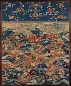 明晚期 緙絲百鳥朝鳳圖屏 Panel with a Phoenix and Birds in a Rock Garden Period: Ming dynasty (1368–1644) Date: late 16th–early 17th century Culture: China Medium: Silk and metallic thread tapestry (kesi) Dimensions: Overall: 88 1/4 x 71 in. (224.2 x 180.3 cm)