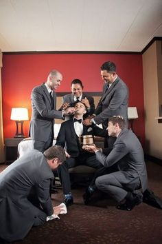 must have wedding photos-groom-getting-ready-with-groomsmen-funny-photo-IL Wedding Photography