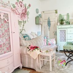 Shabby-Roses-Cottage: Someone here???