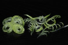 飾り切り.......今回は大根の葉軸(茎)を使って