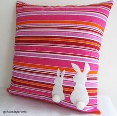 oh !! The child would LOVE it if I did something like this to our cushions.