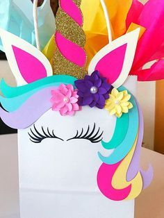 Unicorn Party Favor This idea for a guest gift is super nice for the next unicorn birthday party! Unicorn Valentine, Valentine Box, Party Bags, Party Gifts, Party Favors, Diy For Kids, Crafts For Kids, Diy And Crafts, Paper Crafts