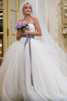 Kate Hudson's in a Vera Wang dresse, Bride Wars Famous Wedding Dresses, Wedding Dress Styles, Bridal Gowns, Wedding Gowns, Vera Wang Wedding Dresses, Wedding Dress Film, Bride Wars Dress, Bridal Wars, Vera Wang Bridal