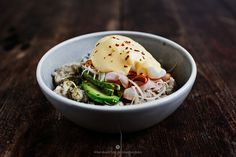 Savoury oatmeal with ham, poached egg and a hollandaise sauce