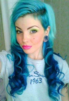 Fabulous teal/aqua to blue ombre hair color. Love Hair, Great Hair, Gorgeous Hair, House Beautiful, Awesome Hair, Pretty Hairstyles, Girl Hairstyles, Black Hairstyle, Shaved Hairstyles