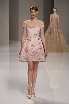 Georges Hobeika Spring 2015 Couture petal pink butterfly and lace mini dress Oscar Fashion, Runway Fashion, Spring Fashion, Fashion Show, Fashion 2015, Fashion Weeks, Couture Fashion, High Fashion, Ellie Saab