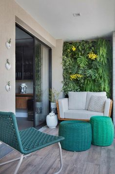 Balcony Green Wall Ideas: Vertical Living Wall - Unique Balcony & Garden Decoration and Easy DIY Ideas Small Balcony Design, Small Balcony Decor, Condo Balcony, Balcony Garden, Home Interior, Interior Design Living Room, Apartment Balcony Decorating, Apartment Balconies, Outdoor Furniture Sets