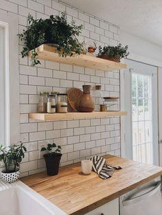 Annie Daoust Lent matin!#boisons #blanc # cuisineblanc #boiteaux #kitchendecor #Petit # #Ikea #Simple #Rustique #Moderne #Idées #Appartement