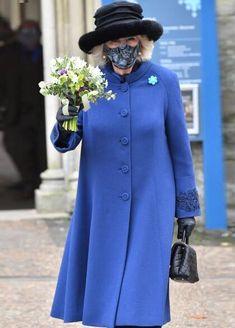 Salisbury Cathedral, Lady In Waiting, Duchess Of Cornwall, Prince Of Wales, Prince Charles, Royal Fashion, British Royals, Wool Coat, Camilla