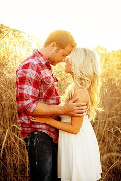 Gorgeous light! Love the country feel to these pics! #engagement #wedding #country