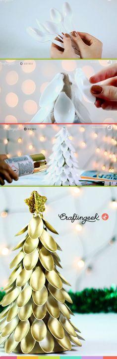 Arbol de Navidad hecho de cucharas, decoracion navideña