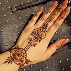 Top 99 Latest Mehndi Designs a bride wants on her wedding day; Mehandi is an integral a part of our Indian culture Henna Hand Designs, Very Simple Mehndi Designs, Mehndi Designs Finger, Henna Tattoo Designs Simple, Modern Mehndi Designs, Mehndi Design Pictures, Mehndi Designs For Girls, Wedding Mehndi Designs, Mehndi Designs For Fingers