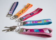 / keychains / colorful and decorative / Easter Crochet, Diy Crochet, Pioneer Gifts, Diy Presents, Zipper Bags, Zipper Pouch, Fabric Scraps, Bag Making, Headbands