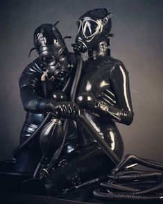Dreaming of the day I meet my latex lady partner, to join me in our latex passion, like this couple. Latex Wear, Latex Suit, Pvc Fashion, Breathing Mask, Fishnet Dress, Latex Lady, Mask Girl, Heavy Rubber, Latex Girls