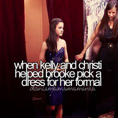 When kelly and christi helped brooke pick a dress for her formal Dance Moms Moments, Mom Tv Show, Dance Moms Confessions, Dance Moms Facts, Dance Mums, Brooke Hyland, Night Video, Show Dance, Gymnasts