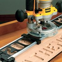 The Milescraft SignCrafter and SignPro for Easy Router-Cut Wood Signs / Rockler How-to