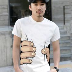 Camiseta divertida tem estampa de mãos gigantes agarrando a cintura | ROCK N' TECH