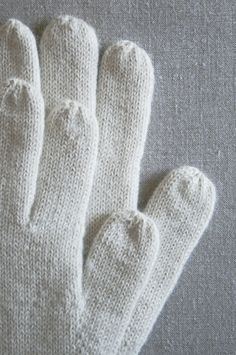 Whit's Knits: Gem Gloves - The Purl Bee - Knitting Crochet Sewing Embroidery Crafts Patterns and Ideas! Chunky Knitting Patterns, Lace Knitting, Knitting Stitches, Knitting Socks, Knitting Designs, Knit Socks, Fingerless Gloves Knitted, Knit Mittens, Crochet Quilt