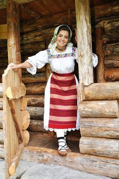 When you allow a person to own their culture, you give them the freedom to live happily, comfortably, and safe. Beauty Around The World, Beautiful Places In The World, Aboriginal Clothing, Romanian Girls, Transylvania Romania, Costumes Around The World, Art Populaire, Folk Clothing, Folk Costume