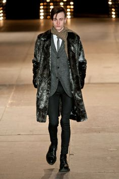Mode à Paris FW 2014/15 – Saint Laurent See all the catwalk on: http://www.bookmoda.com/sfilate/mode-a-paris-fw-201415-saint-laurent/ #paris #fall #winter #catwalk #menfashion #man #fashion #style #look #collection #modeaparis #saintlaurent @Yves Saint Laurent
