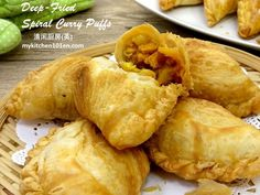The crust of spiral curry puff is made with the combination of oil dough and water dough. Shortening is used to make the oil dough as it will yield a less oily crust. You may deep-fry or bake the c… Spiral, Fries, Curry, Bread, Baking, Deep, Food, Water, Gripe Water