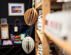 La lampe fève chêne dans la boutique FFOCCS à Cherbourg! #ecologie #ecofriendly #madeinfrance #responsable #solde #summer #deco #decoration #colour #color #wood #bois #green #nature #handmade #design   Crédit photo : Coraline Berrat