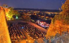 Ne Ratez pas le Festival de musique de chambre de Saint-Paul-De-Vence !  Du 24 Juillet au 2 Août, sur la Place de la Courtine, venez écouter les plus grands artistes de la scène classique !