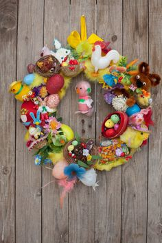 Easter wreath made of vintage easter kitsch ornaments, easter chicks and eggs. This adorable spring wreath is perfet for your Easter, Spring decor