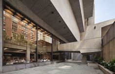 Design chairs and tables for homes and collections New York Museums, Whitney Museum, Building Facade, Chair Design, Concrete, Stairs, Architecture, Marcel Breuer, Projects
