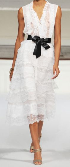 Oscar de la Renta White Layered Lace                                                                                                                                                                                 Más