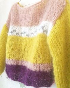 Chunky mohair pullover by Patkas Berlin Designer Knitting Patterns, Chunky Knitting Patterns, Knitting Designs, Knitting Stitches, Fluffy Sweater, Mohair Sweater, Quick Knits, Warm Sweaters, Lookbook